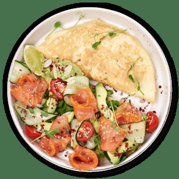 Омлет з копченим лососем та авокадо